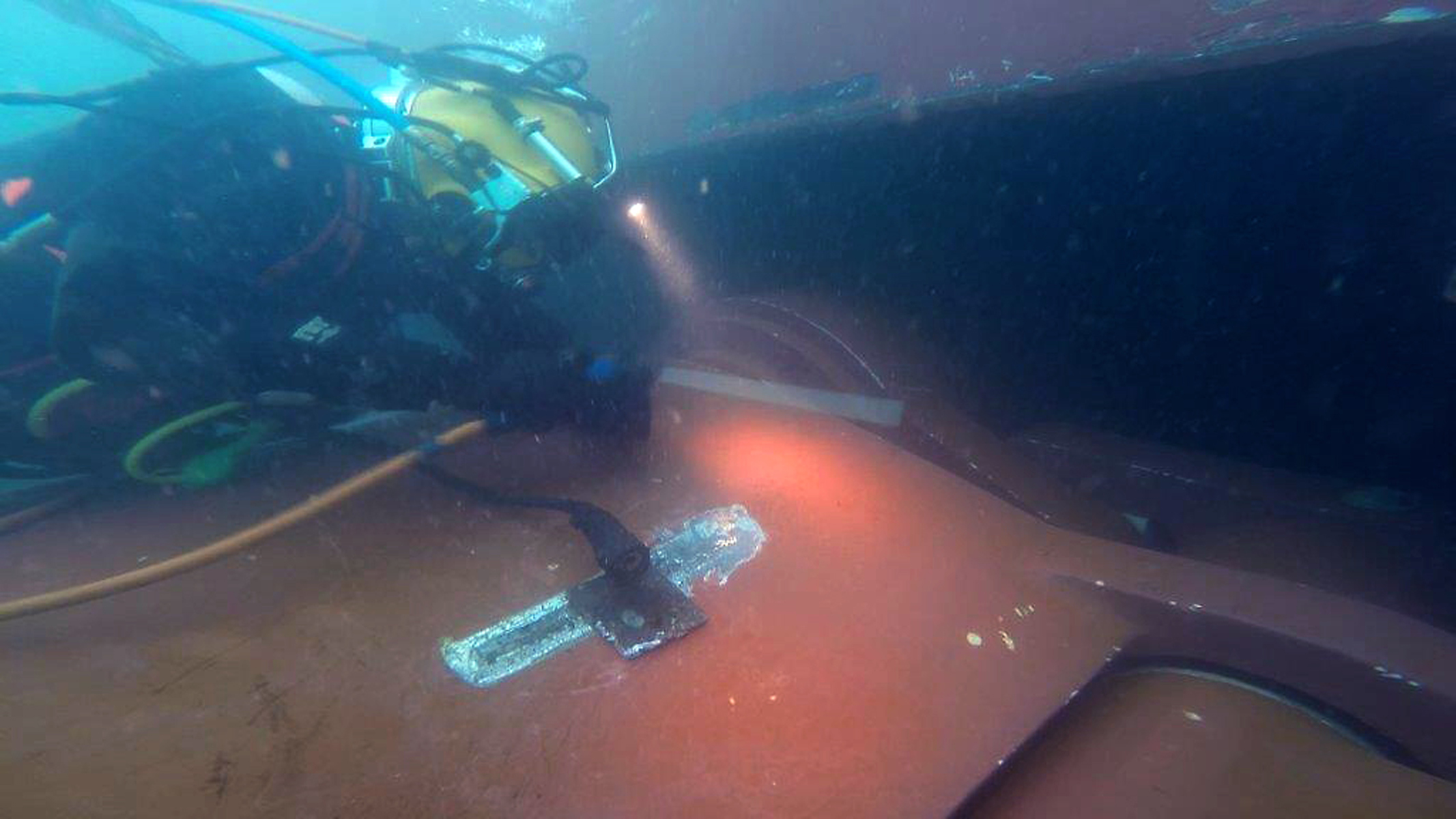 Intervento di manutenzione subacquea su pinna stabilizzatrice retrattile